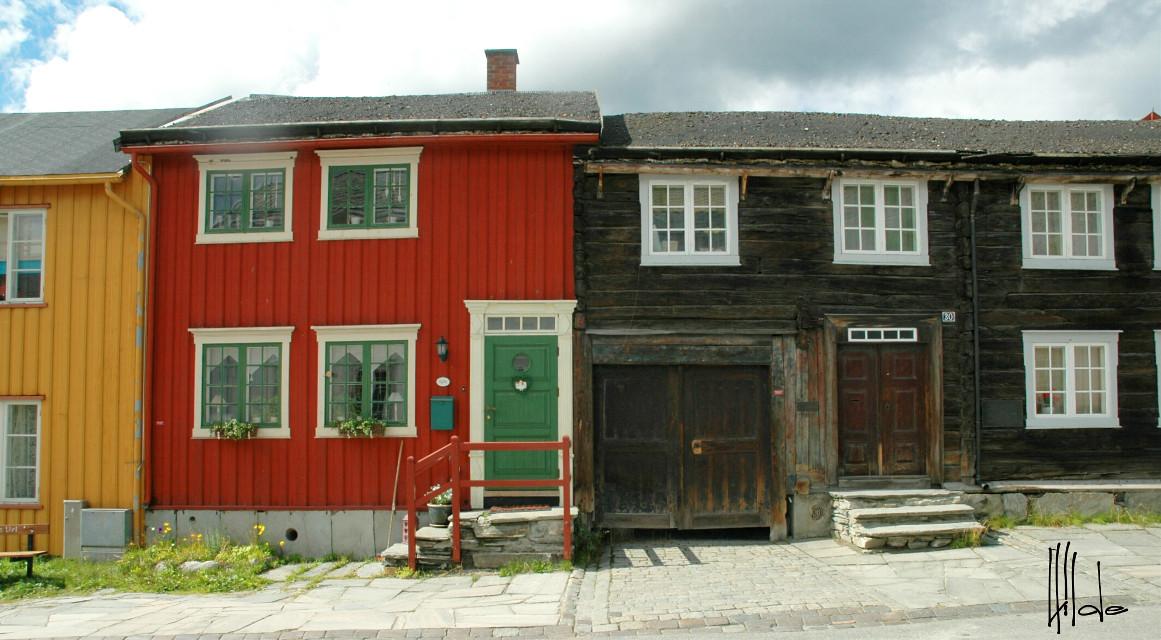 #old  wooden  #houses in #Røros  #Norway
