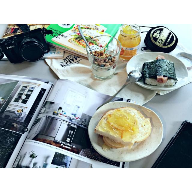 #lotd #camera #book #breakfast #yogurt #magazine
