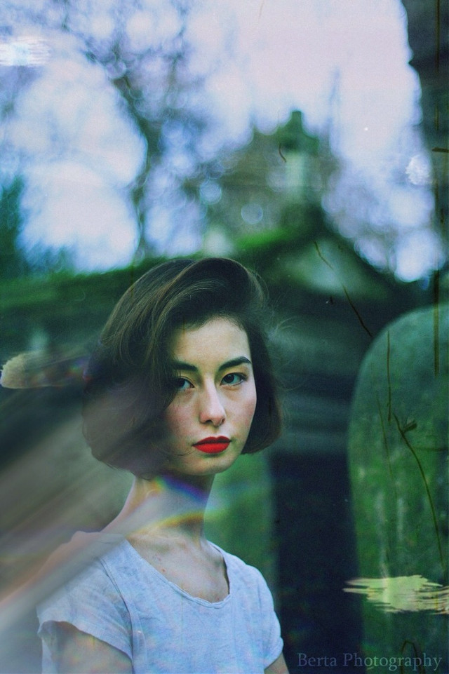 #photography #colorful #old #women #lips #red #green #interesting #art #france #japan #portrait #summer #bertaphotography