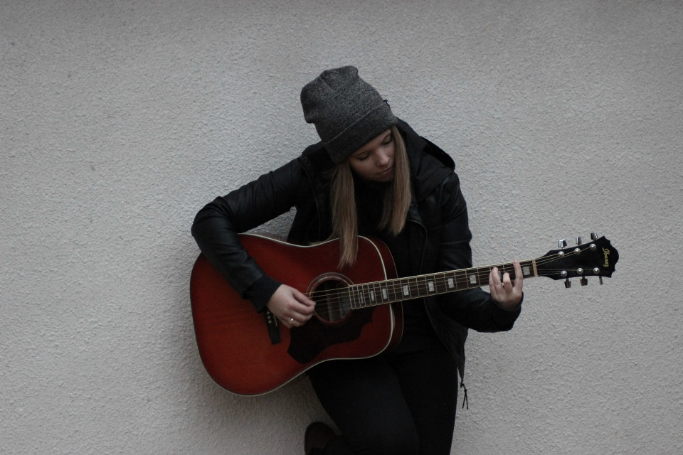 i play the guitar sometimes