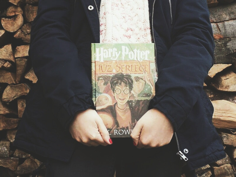 Harry Potter and the Goblet of Fire 📖  Professional Bookworm ☜✔ I actually fell in love with Harry Potter 😍  #dailytag #LoveQuotes