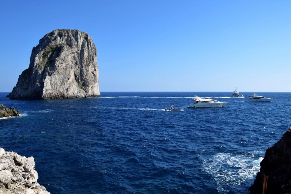Capri ⛵️🛥☀️ #capri #italy #boats #yachts #faraglioni #stella #dimezzo #difuori #mediterranean #sea #water #salty #travel              #FreeToEdit #wppshowmethesea