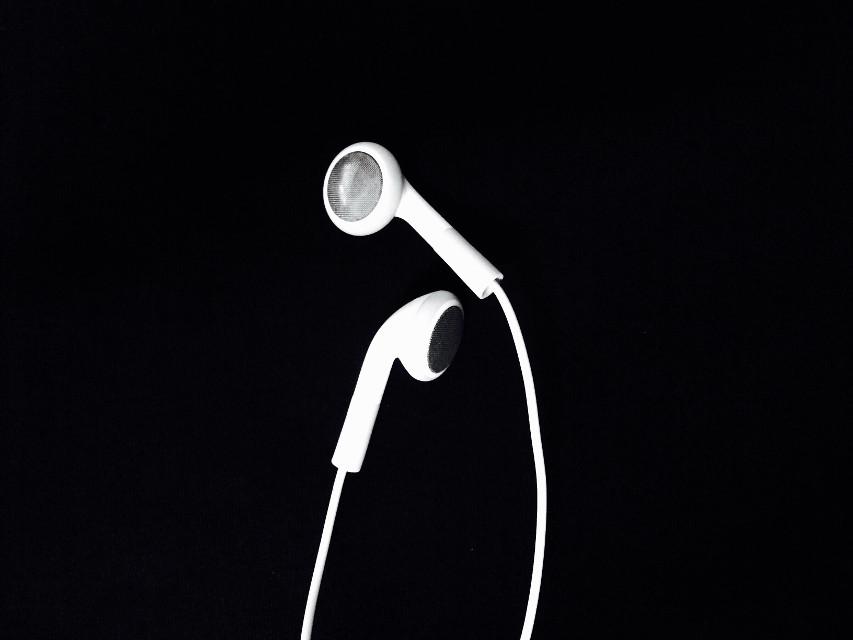 #picsart #LanNg #blackandwhite #earphone