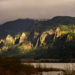 getoutside pnwisbeautiful exploringthegorge greyskies landscape