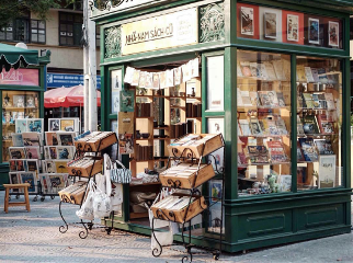 bichphuong travel vintage colorful bookstore